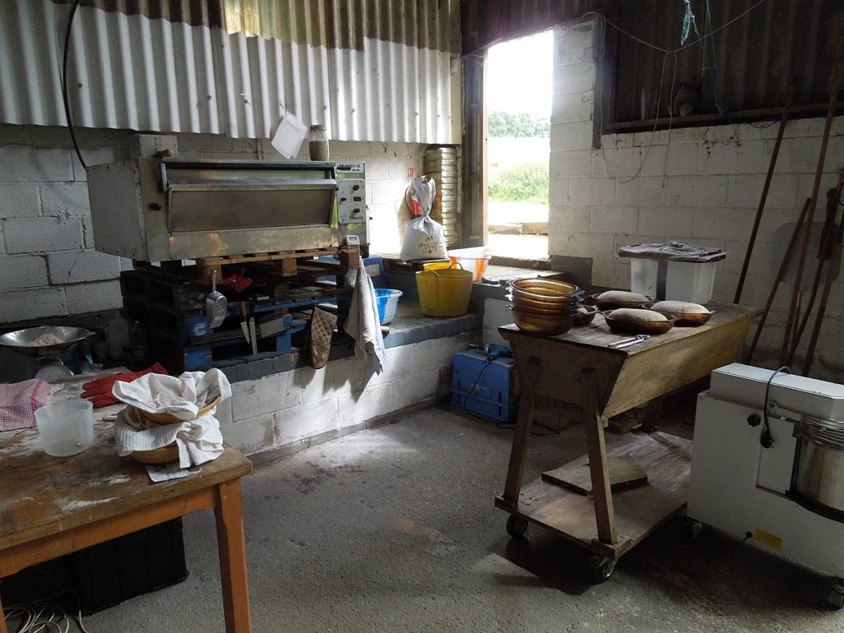 Brockwell Bake pops up baking on WoWo Farm, summer 2014 - setup - 2:48pm&nbsp;7<sup>th</sup>&nbsp;Jul.&nbsp;'14