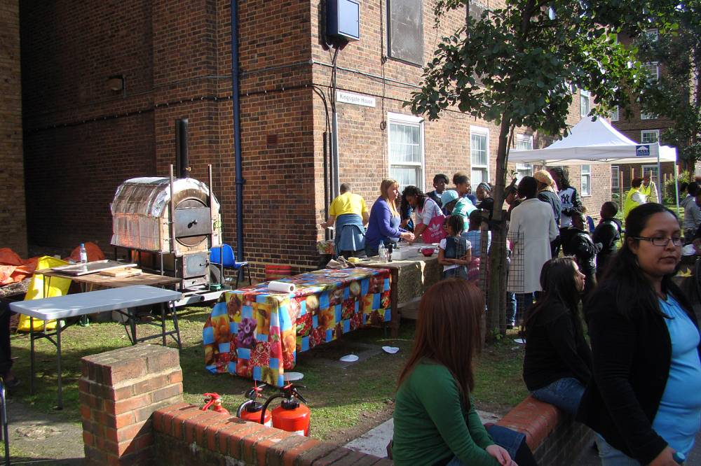 Cowley Estate 'Community Farm' summer fun day - second outing for our oven 18/9/10