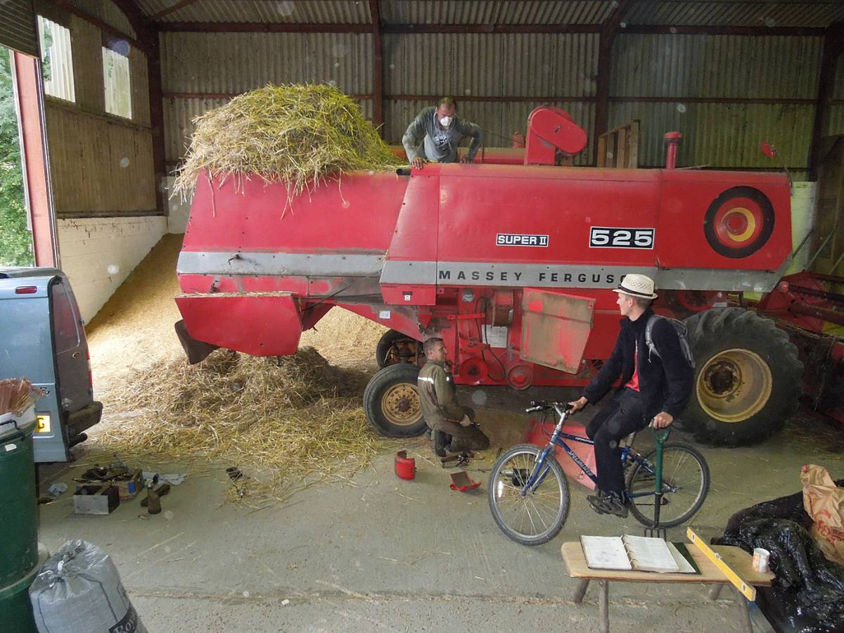 Rytis and Alan work on the combine, WoWo final harvest 2013 - 4:17pm&nbsp;5<sup>th</sup>&nbsp;Sep.&nbsp;'13