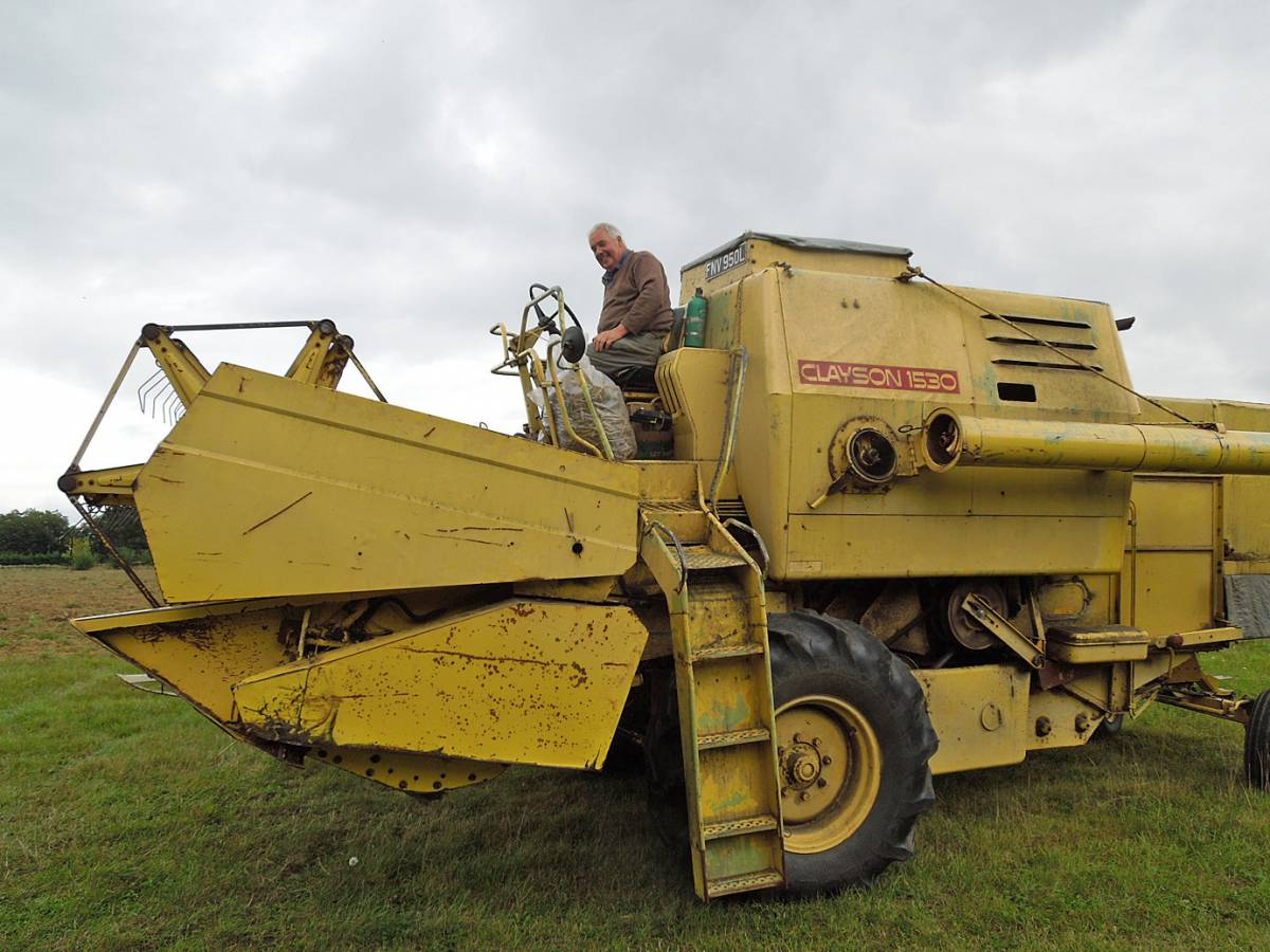new/old combine arrives with its owner, Tim final harvest, WoWo - 1:48pm&nbsp;11<sup>th</sup>&nbsp;Sep.&nbsp;'13