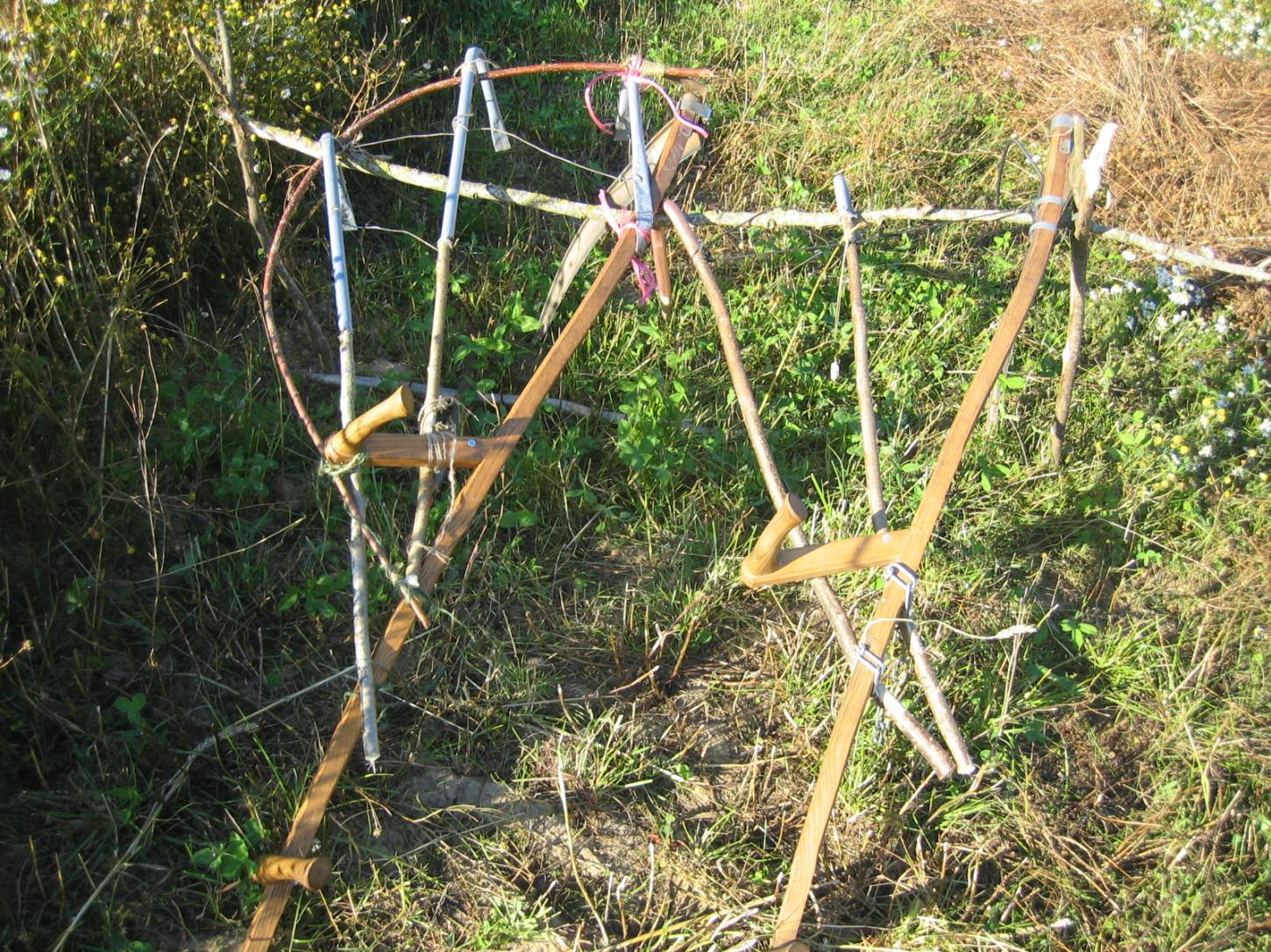 WoWo manual harvest - Steven and Petra's improvised scythe wheat cradle next to Stephen Simpson model on scythe rack - 7:26pm&nbsp;8<sup>th</sup>&nbsp;Aug.&nbsp;'15