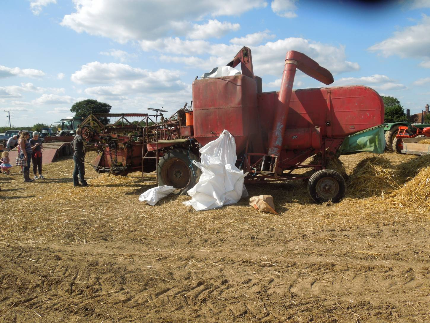 threshing Kent Old Hoary at Townings Farm vintage agricultural show - 3:08pm&nbsp;6<sup>th</sup>&nbsp;Sep.&nbsp;'15
