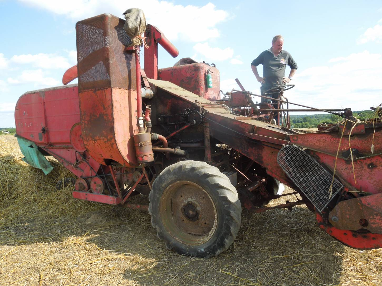 threshing Kent Old Hoary at Townings Farm vintage agricultural show - 3:10pm&nbsp;6<sup>th</sup>&nbsp;Sep.&nbsp;'15
