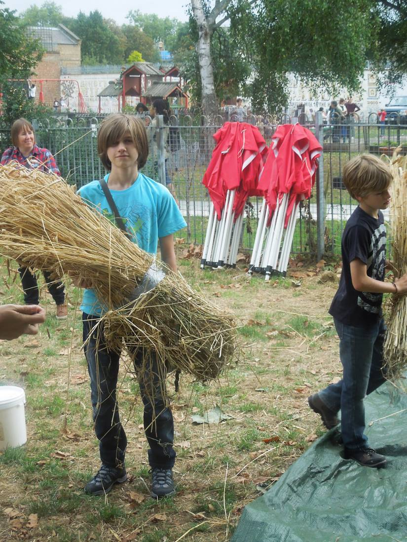 Brixton Windmill Harvest Day, threshing, winnowing and milling our Ruskin Park wheat - 3:49pm&nbsp;18<sup>th</sup>&nbsp;Sep.&nbsp;'16