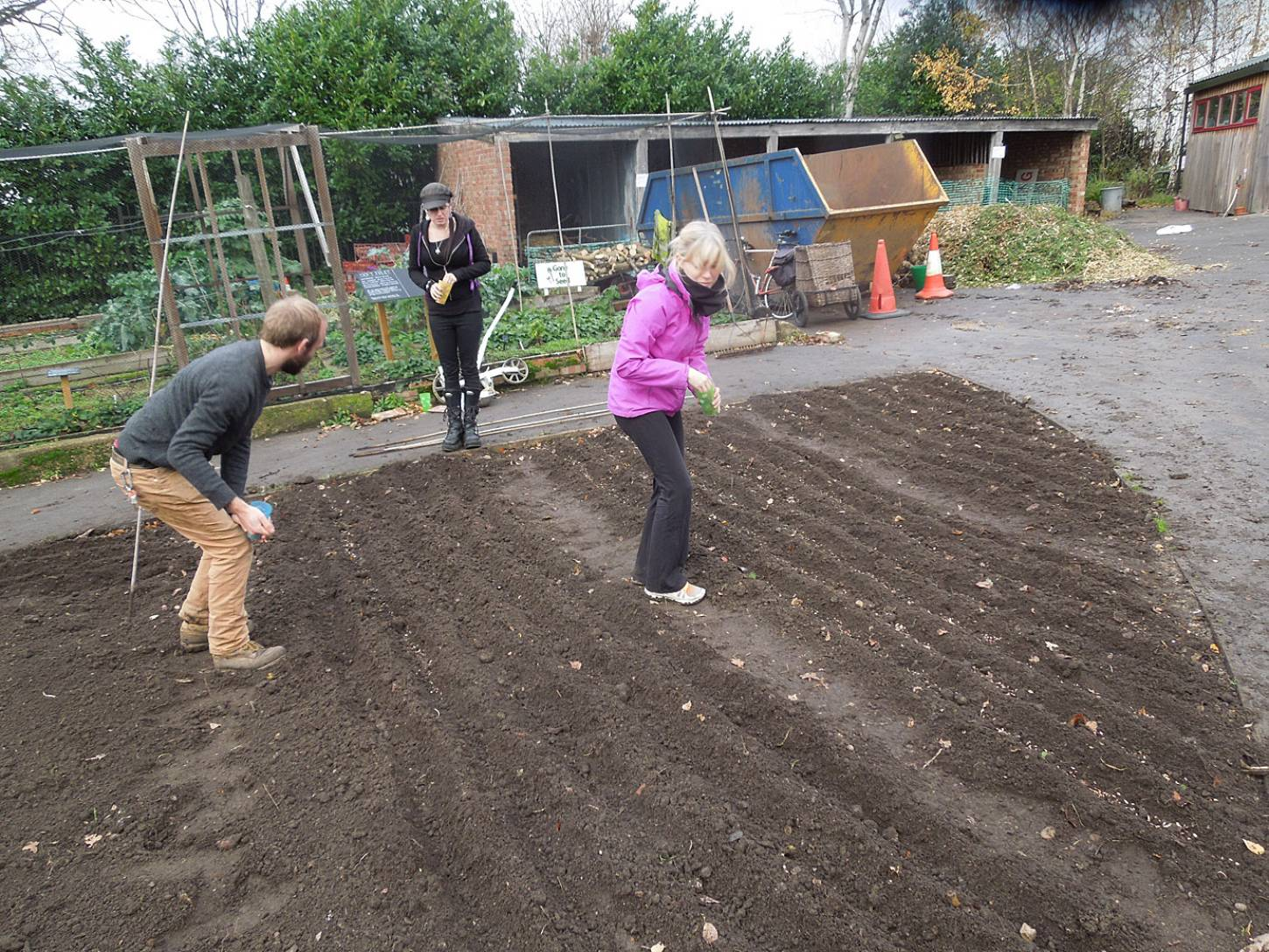 sowing at the <A href='http://www.brockwellgreenhouses.org.uk/welcome/' target=_blank>Brockwell Community Greenhouses</a> - 2:04pm&nbsp;26<sup>th</sup>&nbsp;Nov.&nbsp;'15