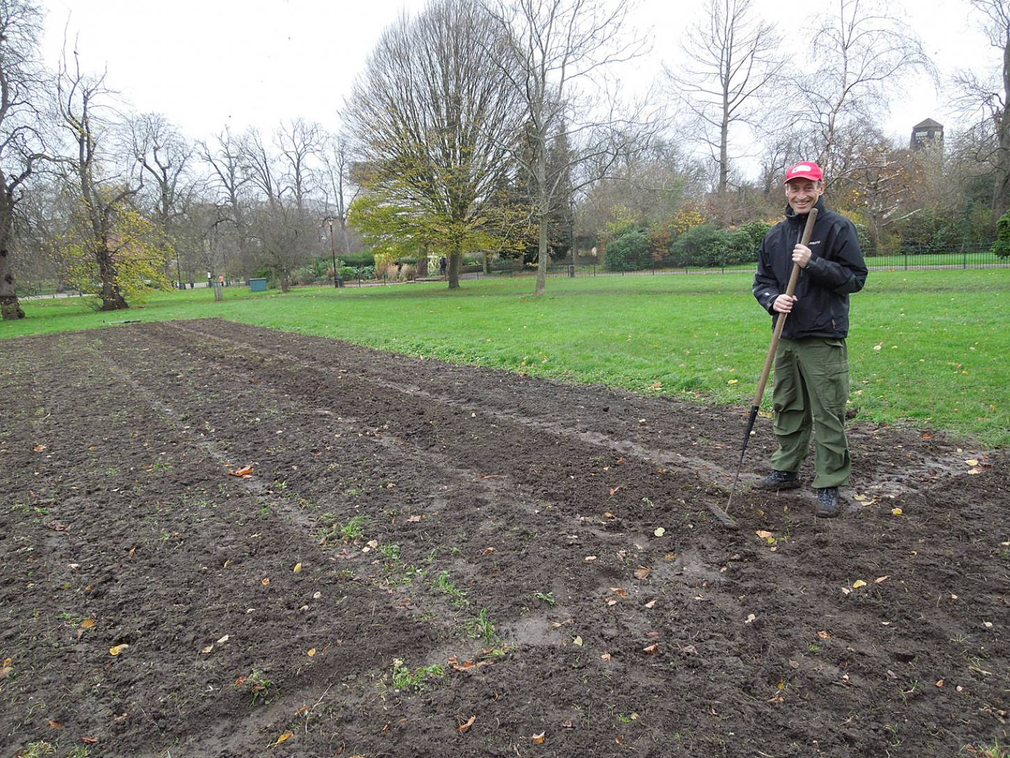 Day 2 sowing on Ruskin Park with the <a href='http://www.kenningtonbakery.co.uk/' target=_blank>Kenington baker</a>, John Townsend - 3:02pm&nbsp;29<sup>th</sup>&nbsp;Nov.&nbsp;'15