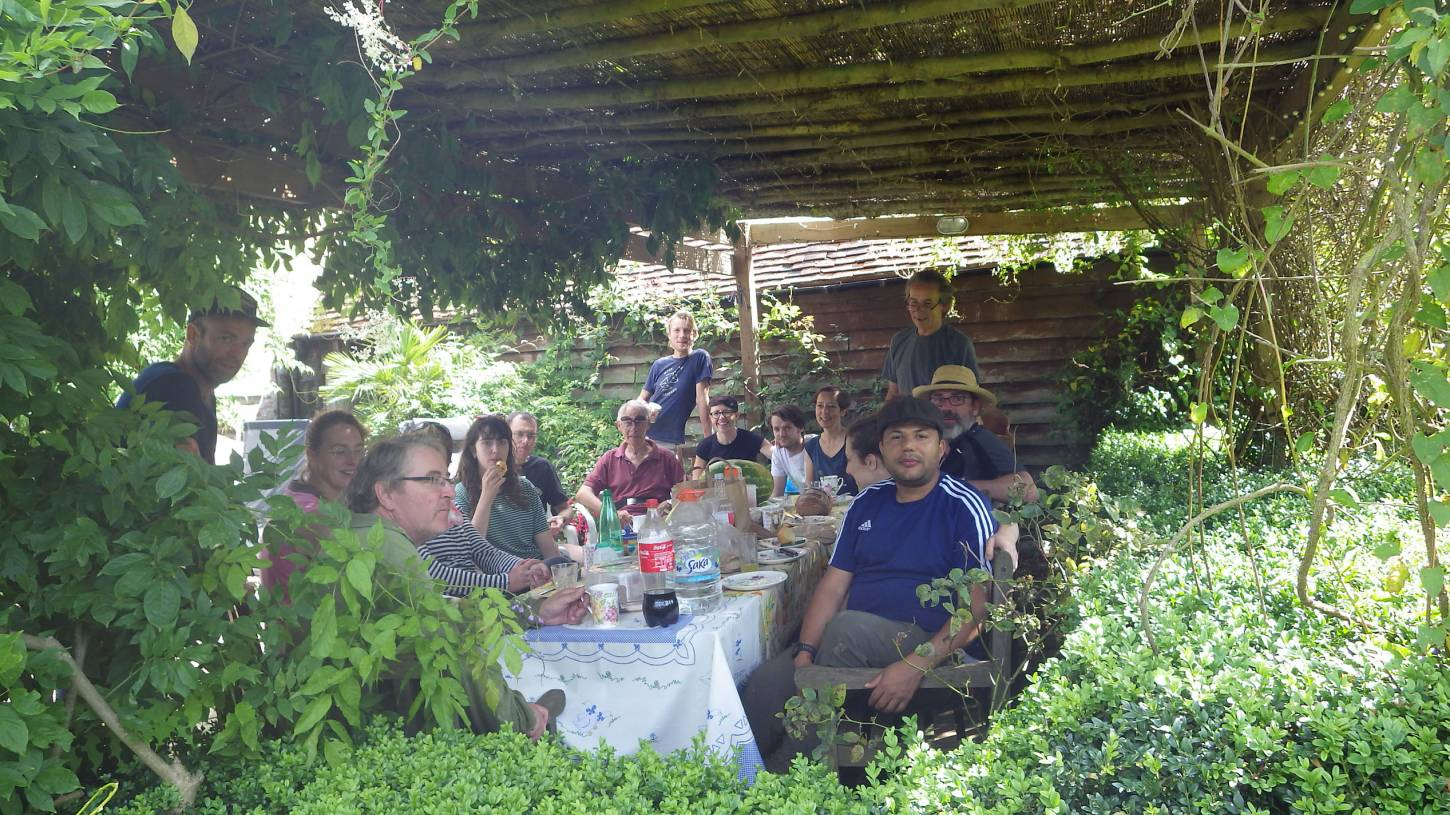 harvest lunch, our manual harvest at Lodge Farm, pics = <a href='http://thecrowsrestbakehouse.co.uk/about/the-baker/' target='_blank'>Alex Vaughan</a> - 2:00pm&nbsp;13<sup>th</sup>&nbsp;Aug.&nbsp;'17