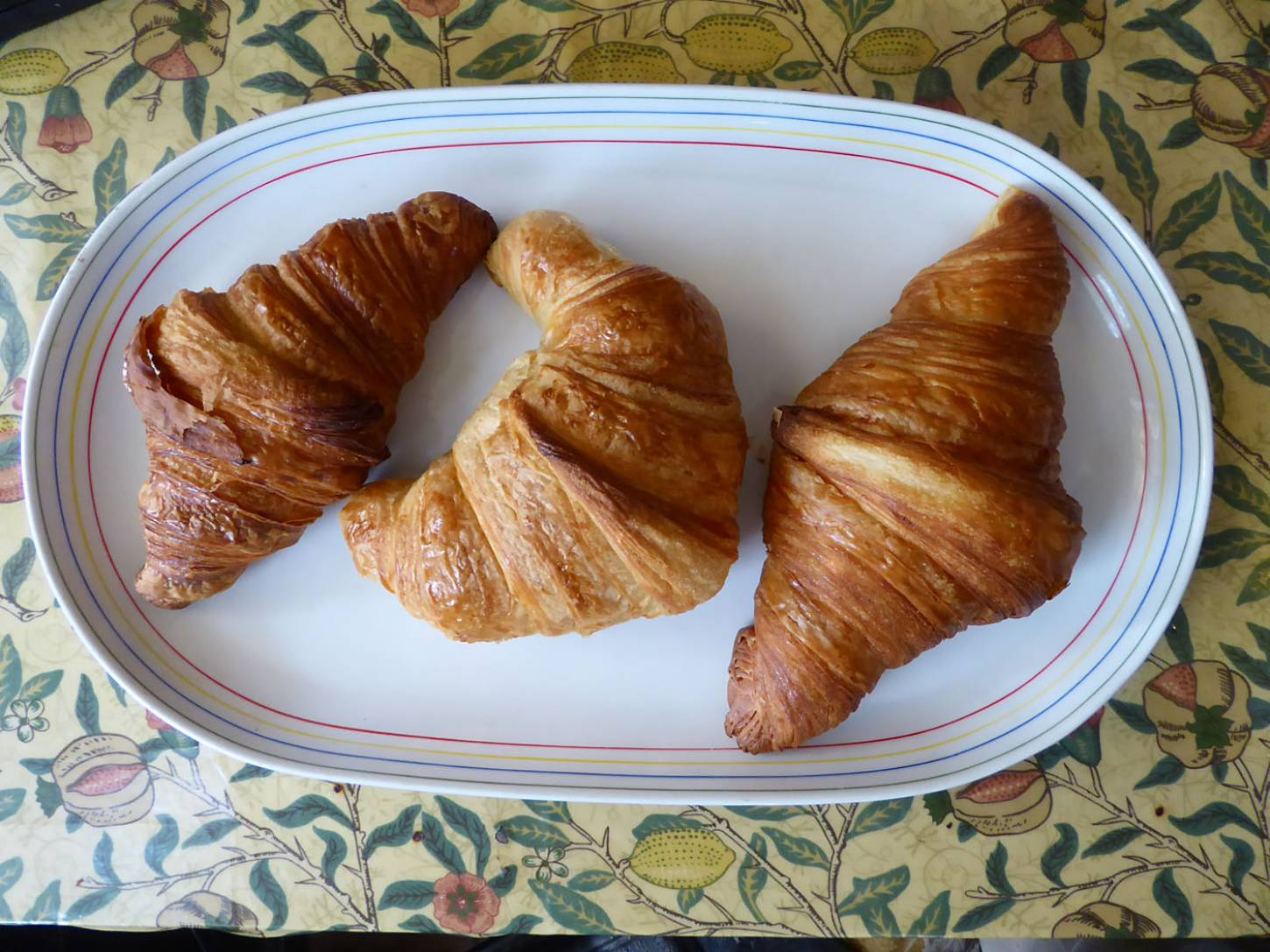 croissant test, L <a href='https://www.instagram.com/little_bread_pedlar/' target='_blank'>Little Bread Pedlar</a> (84g) M (ours) <a href='https://www.instagram.com/cablebakery/' target='_blank'>Cable Bakery</a> (92g) R <a href='https://www.instagram.com/thebakehouseputney/' target='_blank'>Bakehouse Putney</a> (102g). Bake on ours rather light ... - 2:00pm&nbsp;15<sup>th</sup>&nbsp;Oct.&nbsp;'17  <a href='http://maps.google.com/?t=h&q=51.471306,-0.104033&z=18&output=embed' target=_blank><img src='http://www.brockwell-bake.org.uk/img/marker.png' style='border:none;vertical-align:top' height=16px></a>