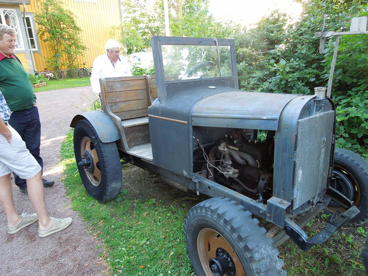 BBA > Nordic > <A href=http://www.johannashembakta.ax/index.html target=_blank>Johannas Hembakta (bakery)</a> > tractor to family vehicle conversion - 6:19am&nbsp;16<sup>th</sup>&nbsp;Jul.&nbsp;'14