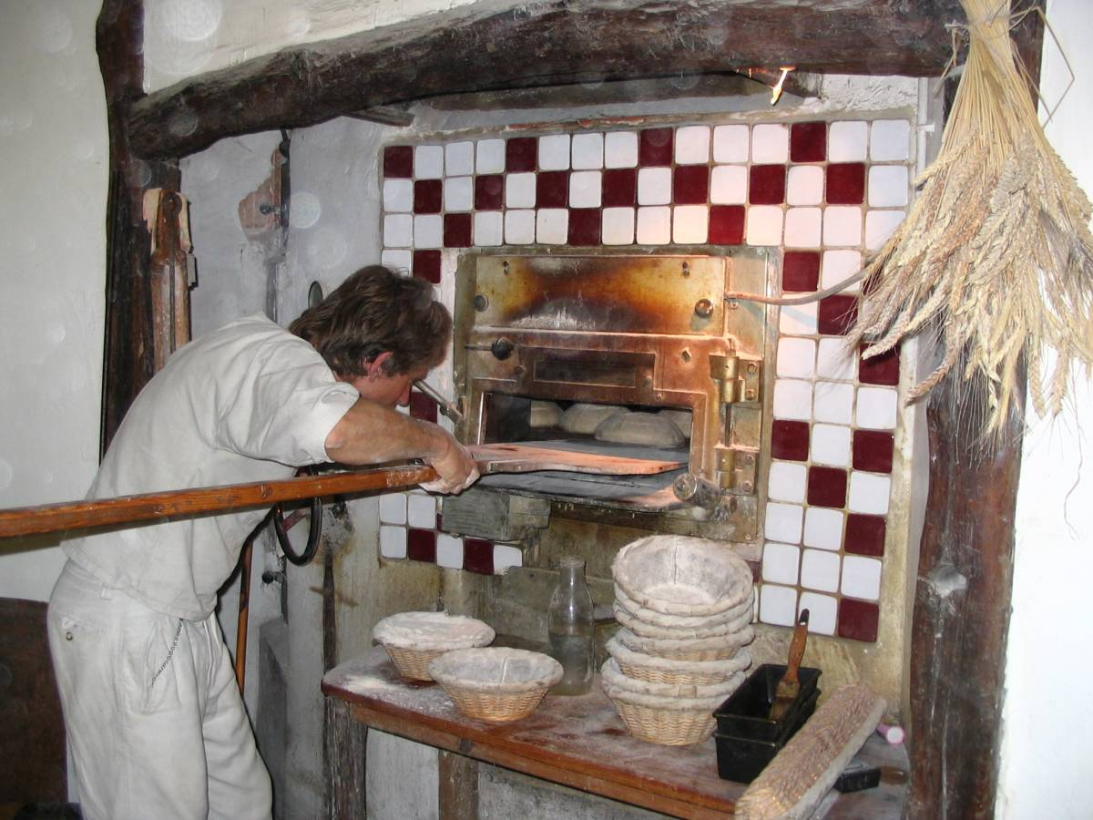 Jean-François Berthellot at his oven - 2:59pm&nbsp;13<sup>th</sup>&nbsp;Jun.&nbsp;'05