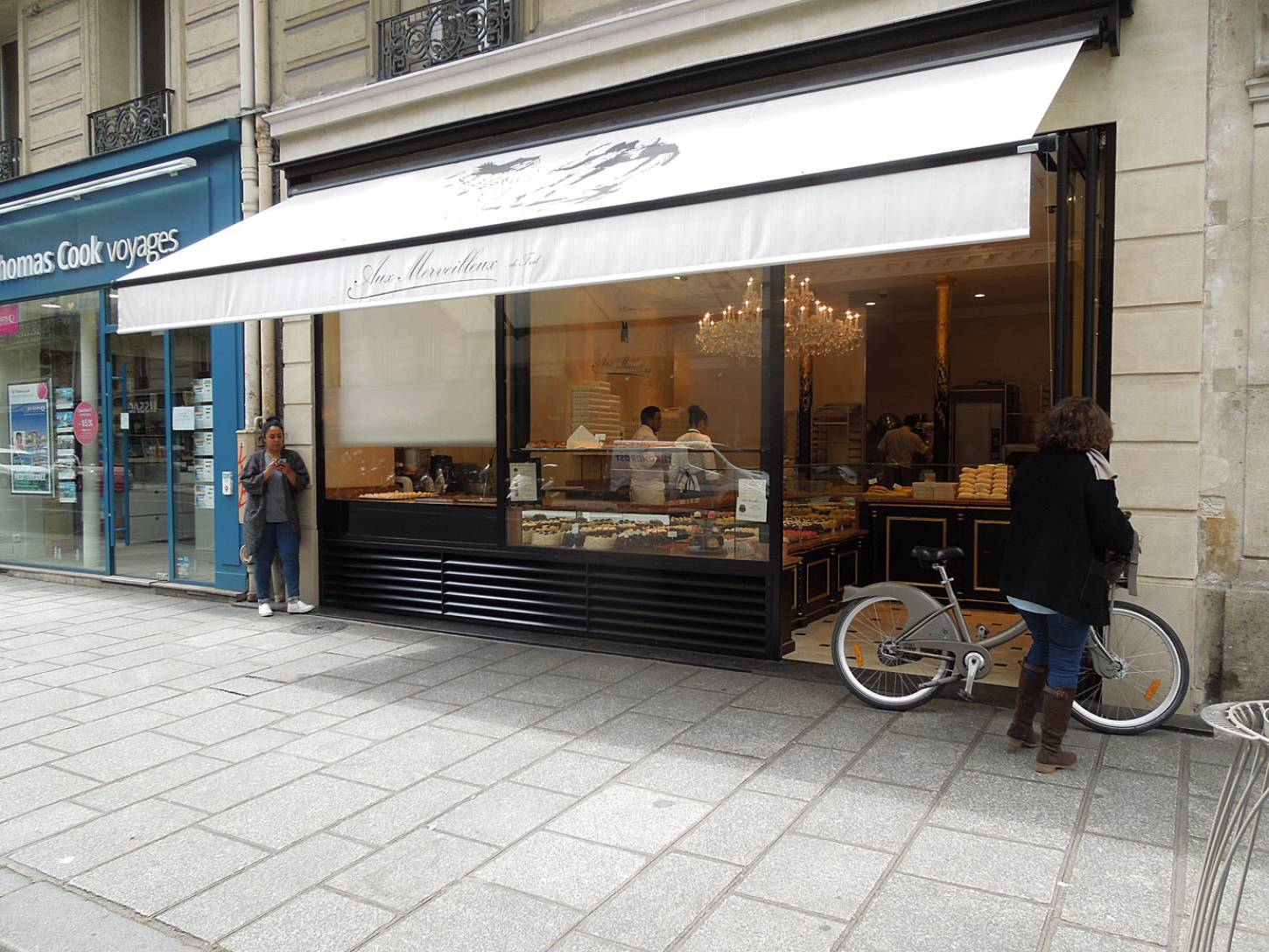 bakers and baguettes of Paris - 11:51am&nbsp;2<sup>nd</sup>&nbsp;Jun.&nbsp;'15