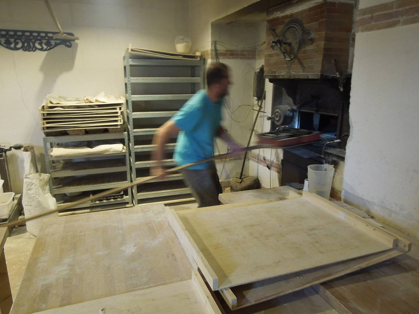 visit to the boulangers paysan of <a href='https://www.facebook.com/Ferme.Campagnolle' target=_blank>Ferme Campognole</a> - loading oven - 8:40am&nbsp;29<sup>th</sup>&nbsp;May.&nbsp;'15