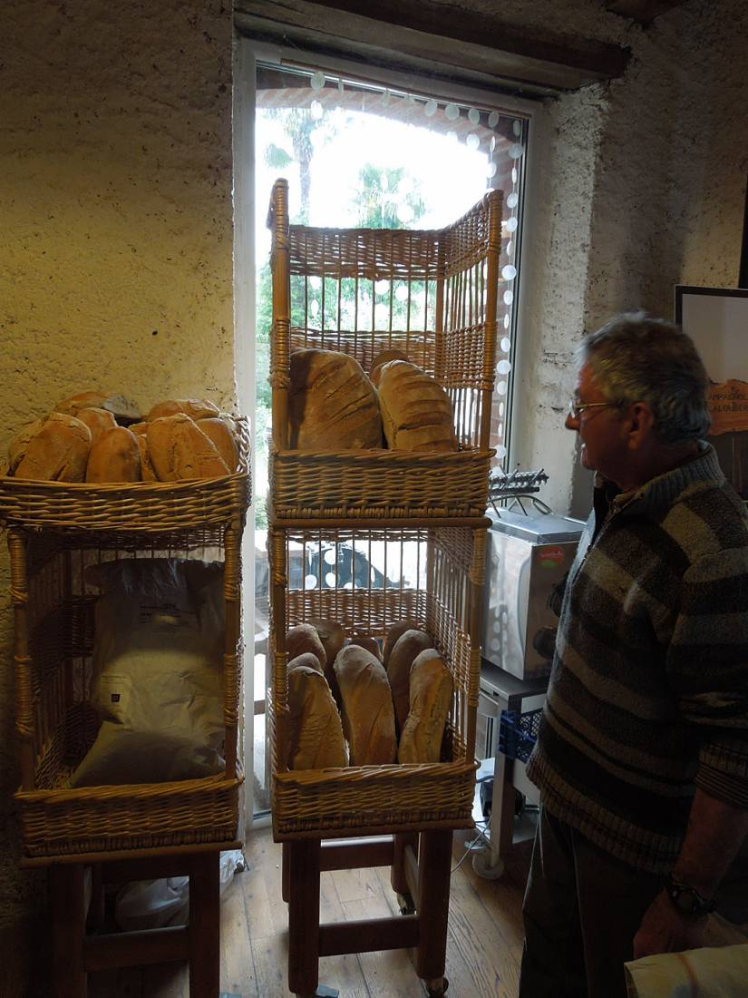 visit to the boulangers paysan of <a href='https://www.facebook.com/Ferme.Campagnolle' target=_blank>Ferme Campognole</a> - Pierre Vigne with the day's bread - 10:25am&nbsp;29<sup>th</sup>&nbsp;May.&nbsp;'15