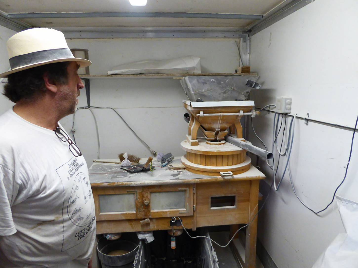 visiting heritage wheat farmer <a href='https://www.facebook.com/paysanbio.semencespaysannes' target='_blank'>Phillipe Guichard</a>, mill room, France, May '17 - 9:57am&nbsp;15<sup>th</sup>&nbsp;May.&nbsp;'17  <a href='http://maps.google.com/?t=h&q=44.478631,0.658150&z=18&output=embed' target=_blank><img src='http://www.brockwell-bake.org.uk/img/marker.png' style='border:none;vertical-align:top' height=16px></a>