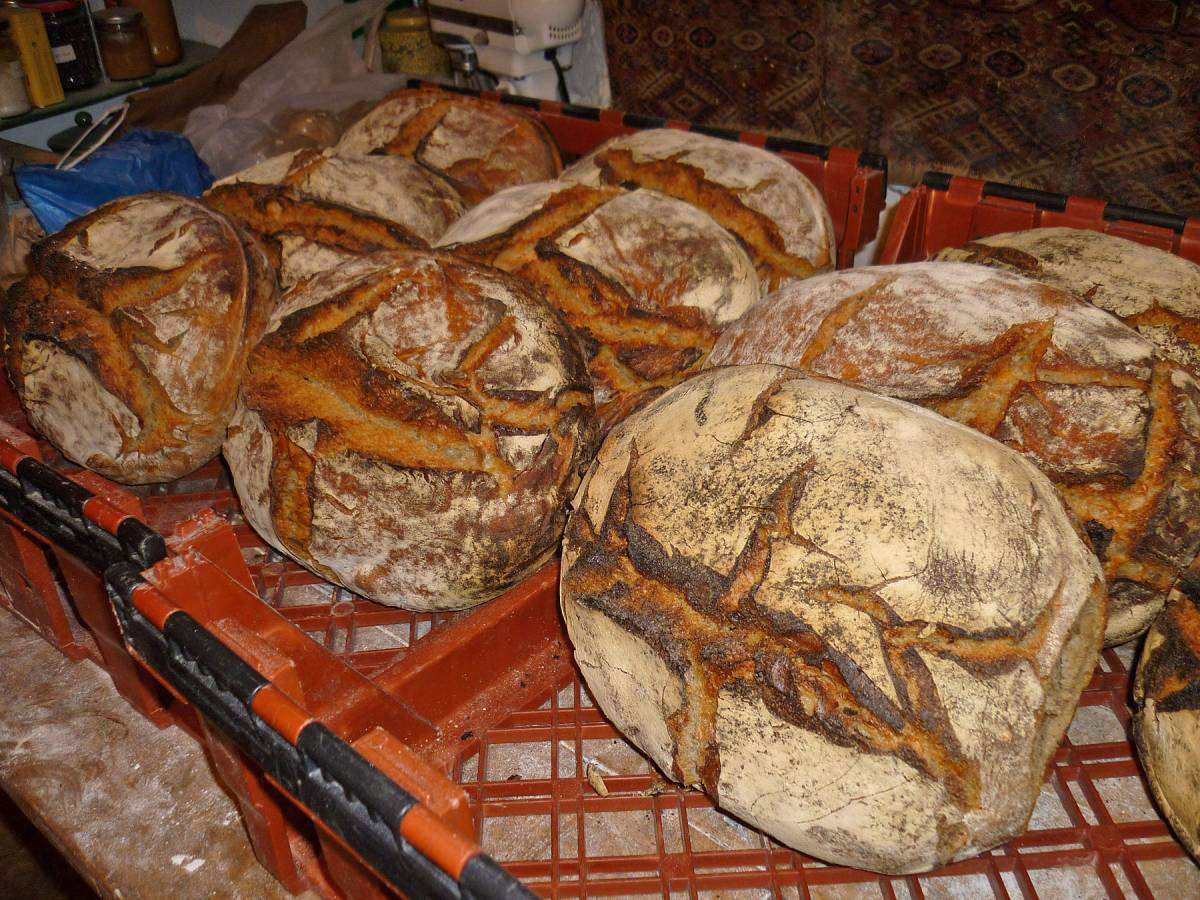 Jean-Jaque's crop of Tsiteli Doli bread for the supra Georgian banquet - 6:28am&nbsp;20<sup>th</sup>&nbsp;May.&nbsp;'12