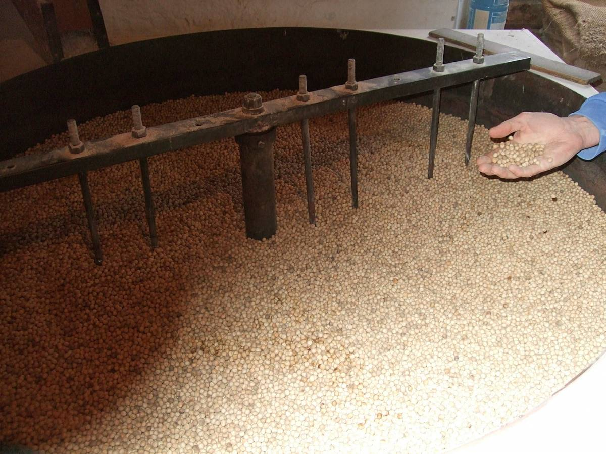 visit to Golspie Mill, Sutherland, peas being dried ready to mill for peasemeal - 3:20pm&nbsp;12<sup>th</sup>&nbsp;Mar.&nbsp;'12