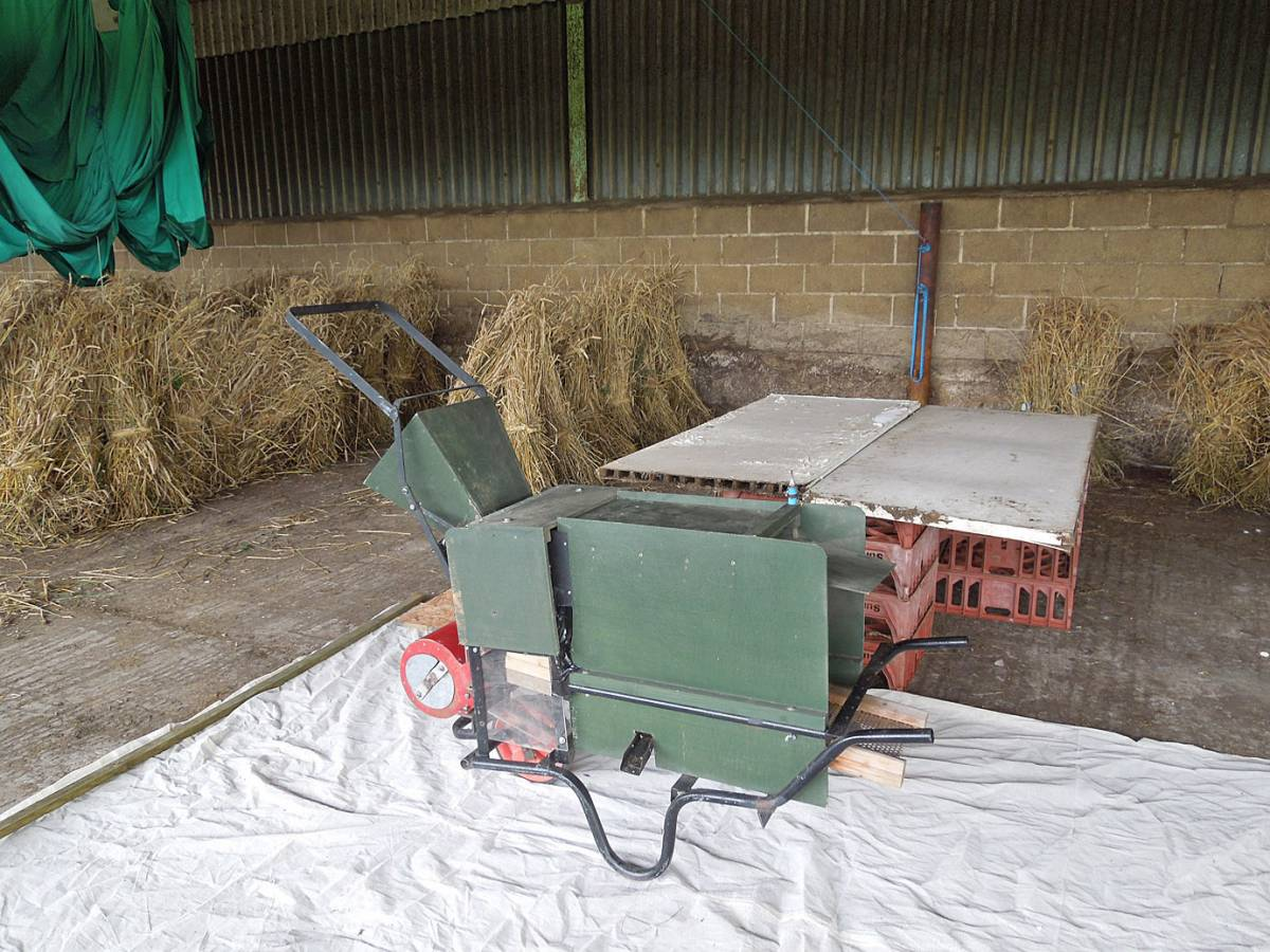 Simpson threshing machine - Westmill Farm, Oxon - 11:29am&nbsp;25<sup>th</sup>&nbsp;Aug.&nbsp;'12