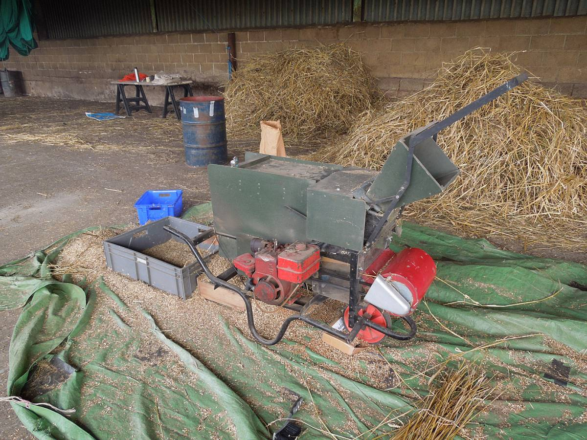 winnowing the day two harvest - Westmill Farm, Oxon - 3:05pm&nbsp;26<sup>th</sup>&nbsp;Aug.&nbsp;'12