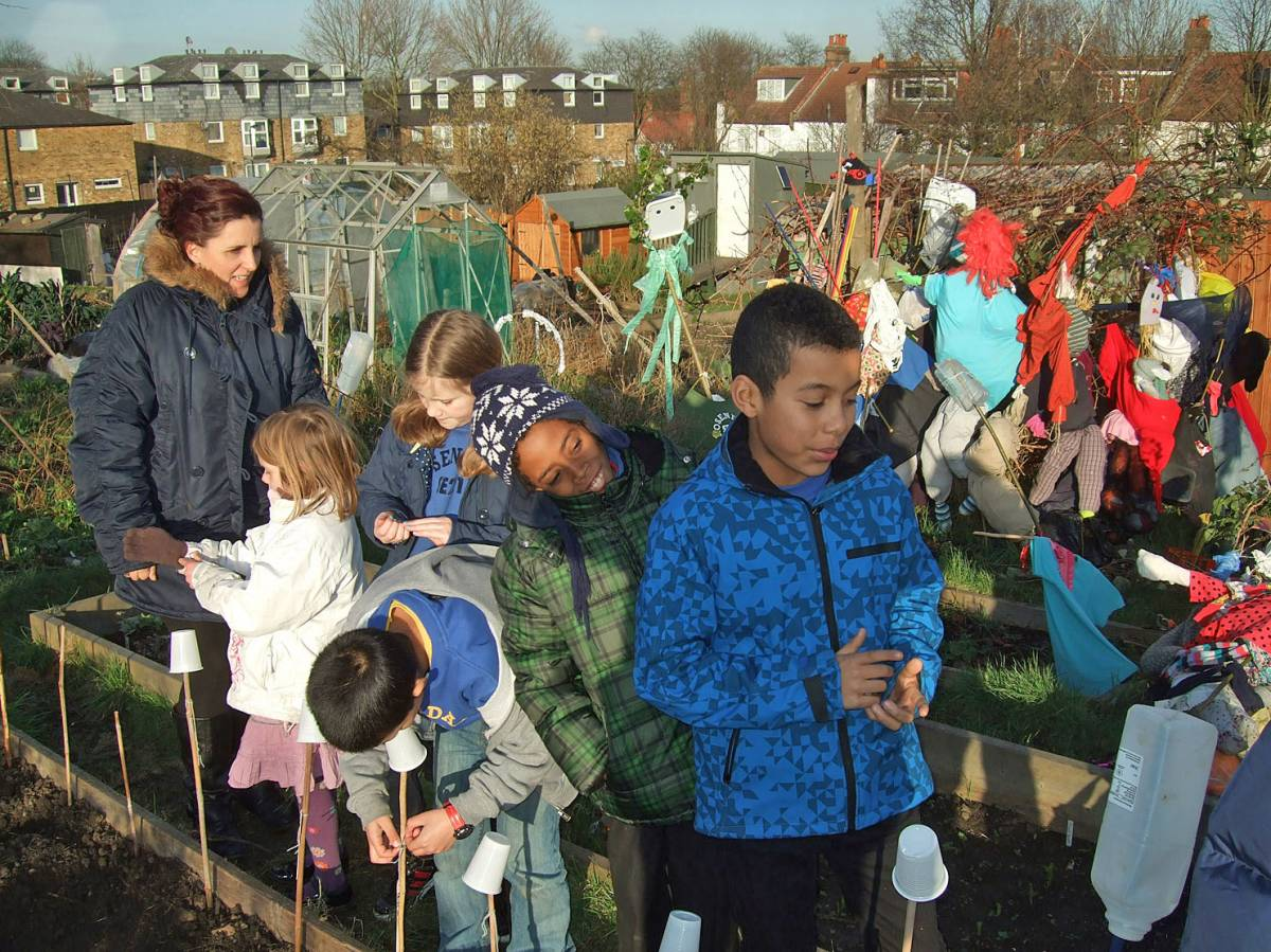 sowing with Rosendale Primary School - 4:08pm&nbsp;27<sup>th</sup>&nbsp;Jan.&nbsp;'12