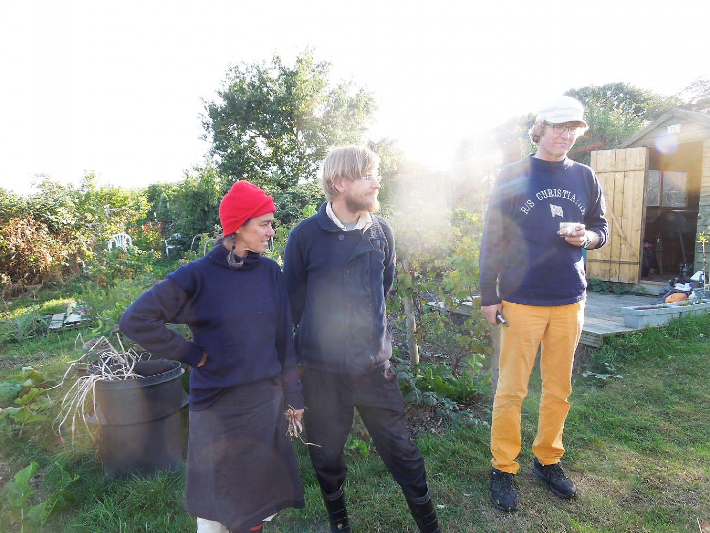 Visit of crew of Nordic seed epic voyager <a href='http://futurefarmers.com/seedjourney/' target='_blank'>RS Christiana</a> on <a href='http://www.rosendale-allotments.org.uk/' target='_blank'>RRA</a> allotment tour - 5:02pm&nbsp;2<sup>nd</sup>&nbsp;Oct.&nbsp;'16