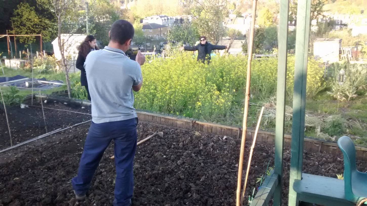potato planting, Madeiran style, London '16 - 7:18pm&nbsp;30<sup>th</sup>&nbsp;Apr.&nbsp;'16  <a href='http://maps.google.com/?t=h&q=51.444244,-0.100856&z=15' target=_blank><img src='http://www.brockwell-bake.org.uk/img/marker.png' style='border:none;vertical-align:top' height=16px></a>