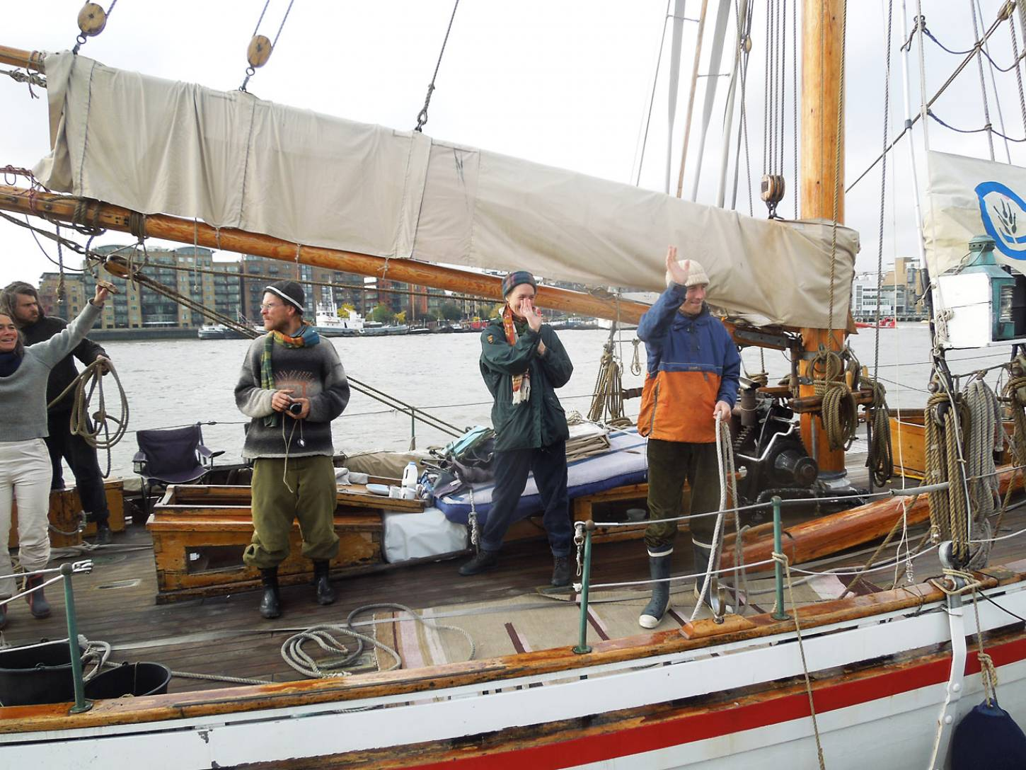 farewell to the <a href='http://https://fr.wikipedia.org/wiki/RS_10_Christiania' target='_blank'>RS10 Christiana</a> and her crew on next leg of their <a href='http://futurefarmers.com/seedjourney/' target='_blank'>seed journey</a> to Antwerp carrying back from BBA some <a href='http://www.wheat-gateway.org.uk/search.php?send=1&per=50&search=de%20flandre&simple=1' target='_blank'>Ble Blanc de Flandre</a> - 11:32am&nbsp;26<sup>th</sup>&nbsp;Oct.&nbsp;'16