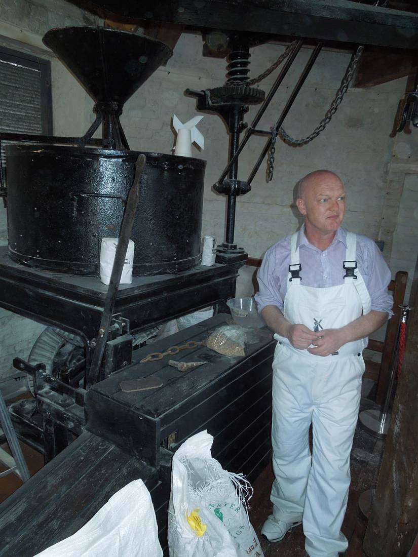 Brixton windmill head miller, Shaun Wilson, milling barley malt for Brixton Brewery - 3:35pm&nbsp;2<sup>nd</sup>&nbsp;May.&nbsp;'16