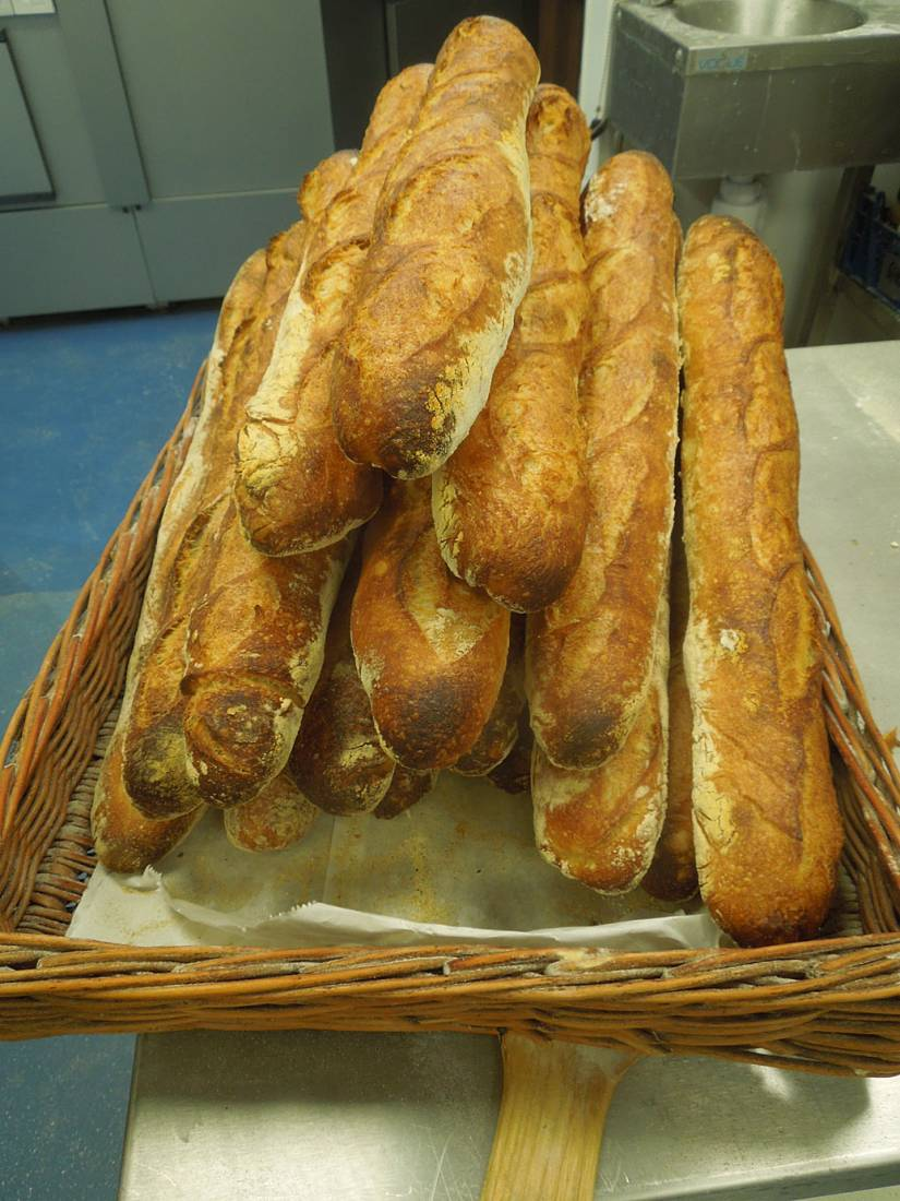 BBA <a href='http://www.moulins-bourgeois.com/sauvage/' target='_blank'>Sauvage</a> baguettes ready for departure to baguette parade for <a href='http://www.sagardi.com/' target='_blank'>Sagardi London</a> at <a href='http://www.thekernelbrewery.com/' target='_blank'>Kernel brewery</a> - 11:14am&nbsp;6<sup>th</sup>&nbsp;Jun.&nbsp;'16