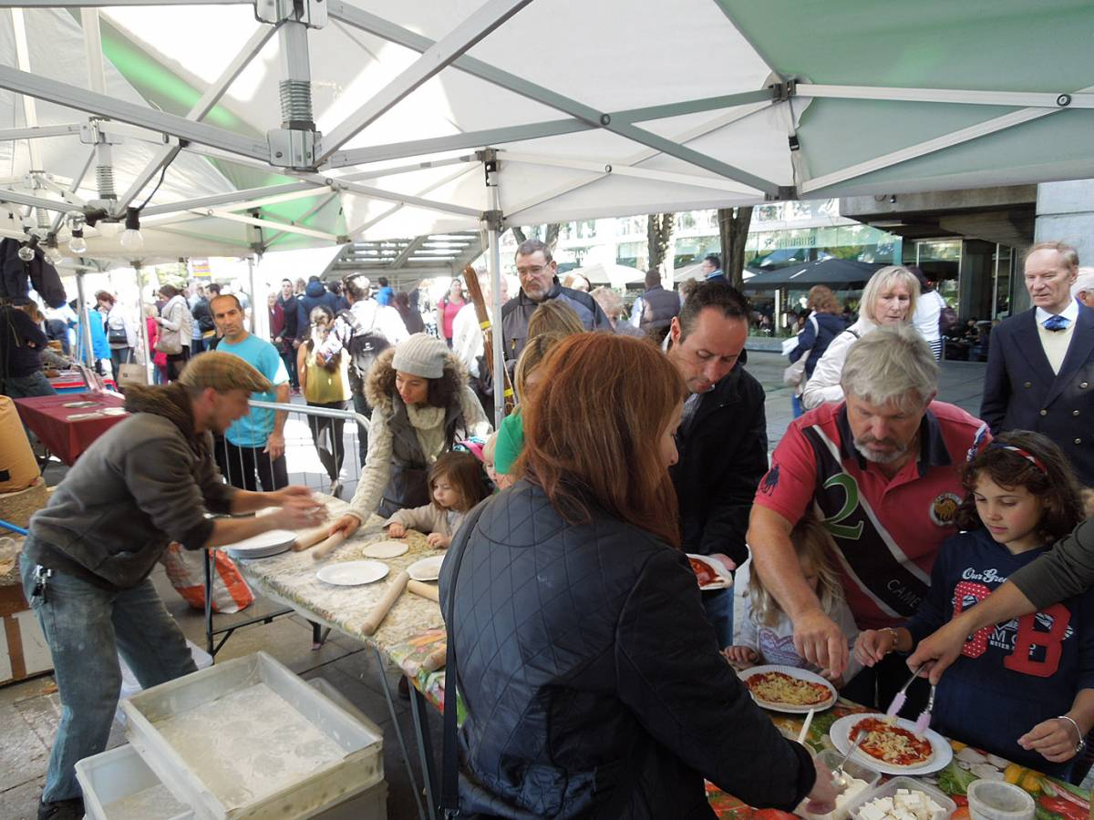 pizza day - first Real Bread Fest - 1:19pm&nbsp;6<sup>th</sup>&nbsp;Oct.&nbsp;'12
