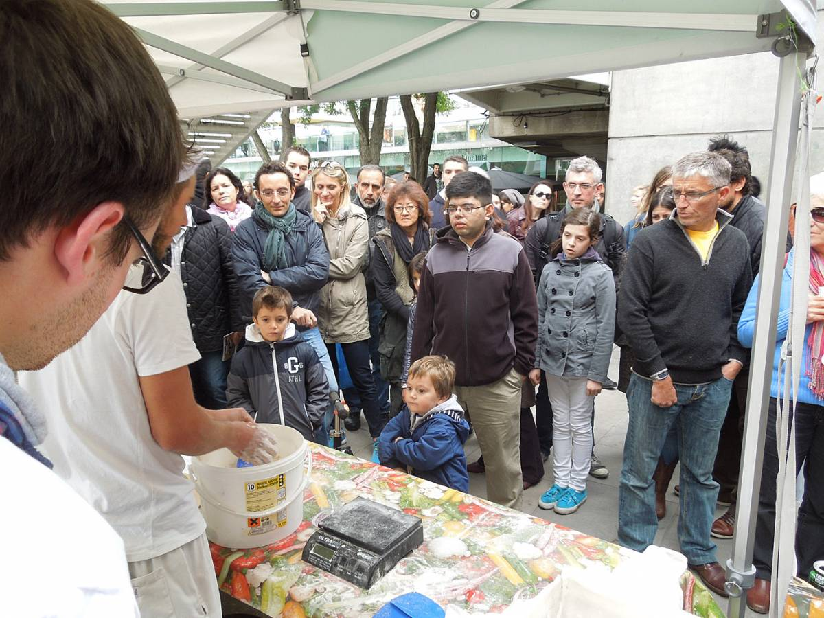 baguette lessons with Vincent - first Real Bread Fest - 3:21pm&nbsp;7<sup>th</sup>&nbsp;Oct.&nbsp;'12
