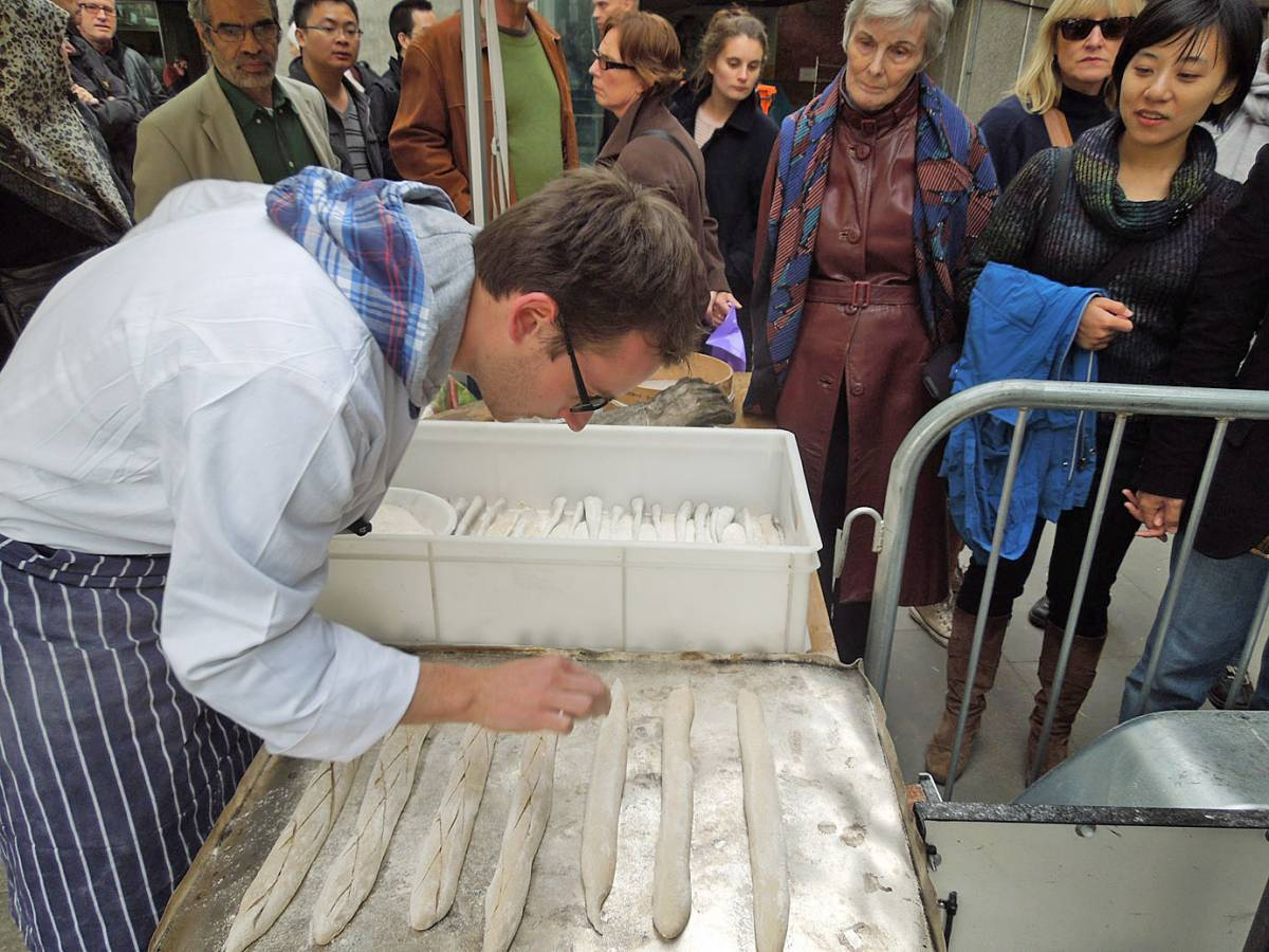 Stephan slashes the baguettes - first Real Bread Fest - 4:42pm&nbsp;7<sup>th</sup>&nbsp;Oct.&nbsp;'12