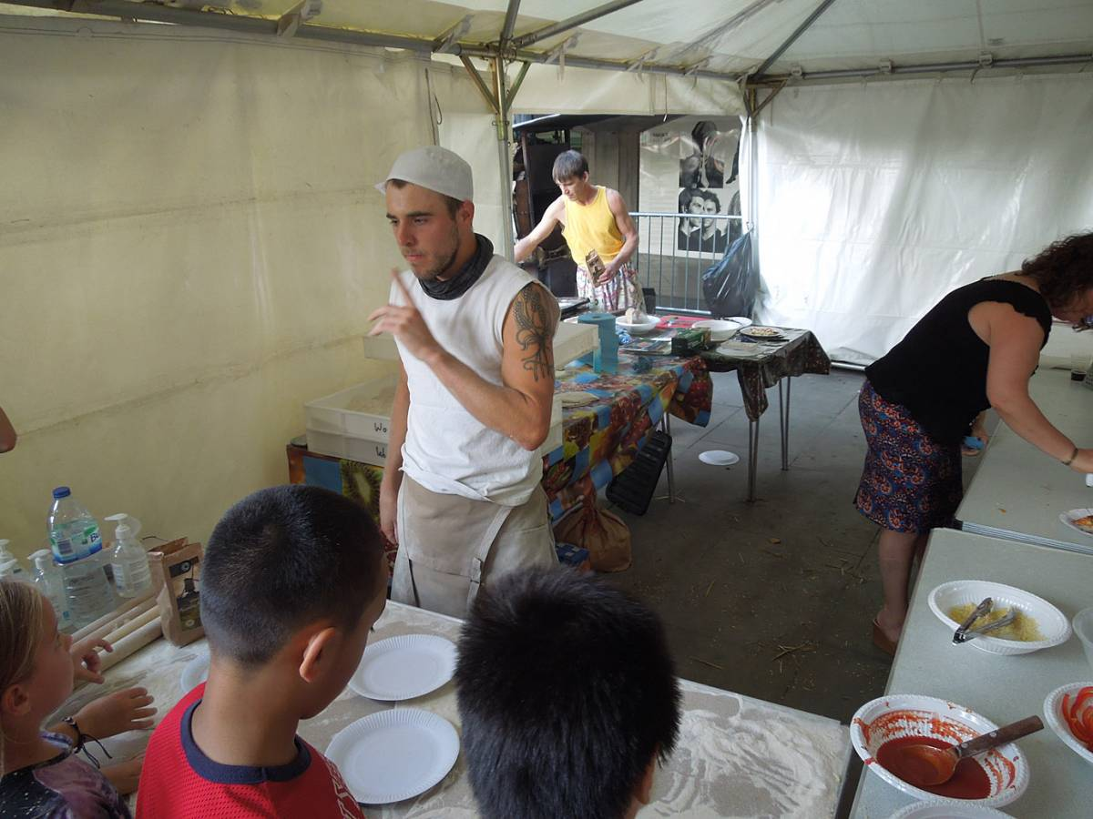 Brockwell Bake at SouthBanquet 13 - day 1 - pizza making with Vincent Talleu - 4:46pm&nbsp;30<sup>th</sup>&nbsp;Aug.&nbsp;'13