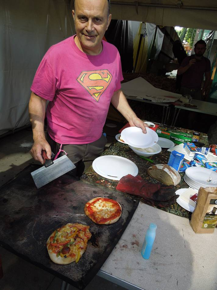 Brockwell Bake at SouthBanquet 13 - day 1 - with Dave Lukes at the oven - 1:33pm&nbsp;30<sup>th</sup>&nbsp;Aug.&nbsp;'13