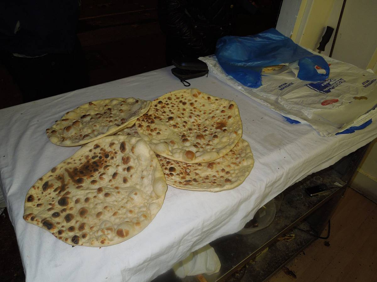 Kurdish naan bread (and spit roasted chicken) at East Street market, Walworth Road - 6:17pm&nbsp;3<sup>rd</sup>&nbsp;Nov.&nbsp;'12
