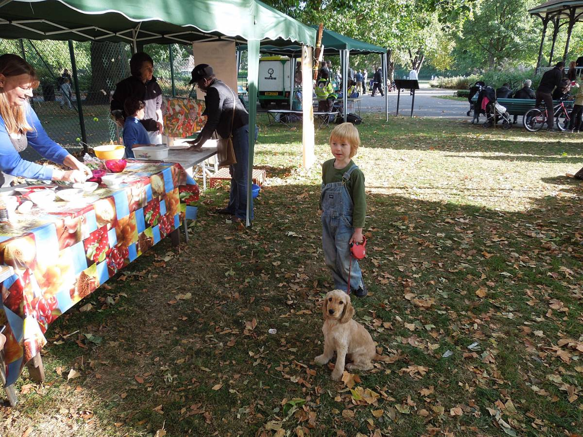 Myatts Field Park harvest day pizzas - Josh and Jess - 4:13pm&nbsp;22<sup>nd</sup>&nbsp;Sep.&nbsp;'12