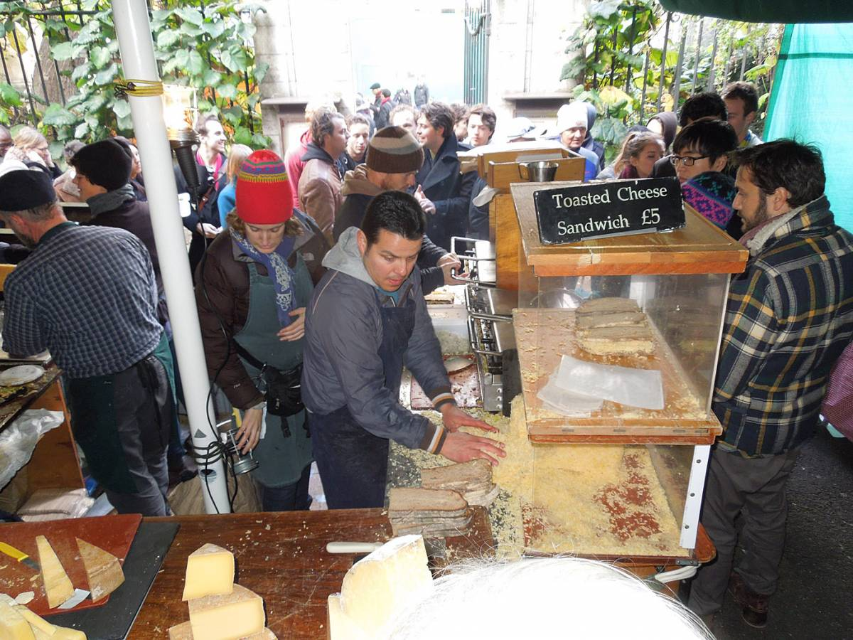 <a href=http://www.kappacasein.com/ target=_blank>KAPPACASEIN</a> cheese sandwhich stall, Borough market - 2:10pm&nbsp;27<sup>th</sup>&nbsp;Oct.&nbsp;'12